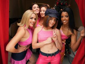 הסדרה Girls5Eva. פיקוק,
