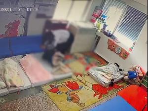 תיעוד: התעללות בפעוטות במעון ילדים בפסוטה 13.6.21. מצלמות אבטחה, צילום מסך
