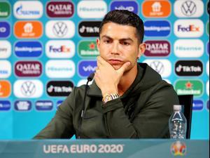 כריסטיאנו רונאלדו שחקן נבחרת פורטוגל במסיבת עיתונאים. רויטרס