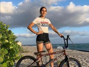 """צ'לסי וולף, רוכבת BMX טרנסג'נדרית שתייצג את ארה""""ב במשחקים האולימפיים בטוקיו. חשבון האינסטגרם chelseawolfebmx, אתר רשמי"""