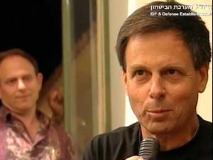 רמון בתיעוד נדיר שצולם במאי 2001 במהלך ביקור מולדת בערב לציון 20 לתקיפת הכור בעיראק: יצאתי למשימה כדי שלא יהיה שוב אושוויץ.   22.6.21. משרד הביטחון