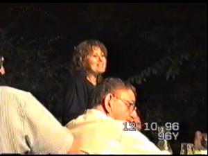 """תיעוד של שולמית לבנת שזכתה לכינוי """"זמרת המחתרות"""" שרה בכנס פלוגה ד' של הפלמ""""ח בשנת 1996. 23.6.21. משרד הביטחון"""
