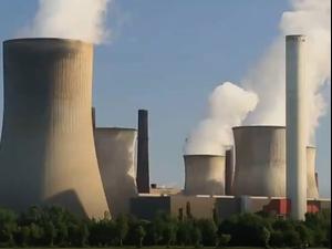 סרטון זווית תחנת כוח שהופעלה כדי לייצר ביטקוין. זווית,