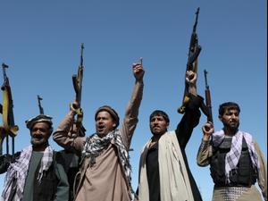 חמושים במפגן תמיכה בכוחות הביטחון של אפגניסטן בפאתי קאבול, 23 ביוני 2021. רויטרס