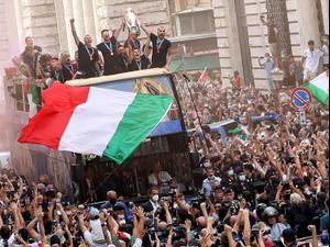 שחקני נבחרת איטליה חוגגים. רויטרס