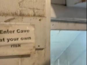 מערה תת קרקעית מתחת לבית. TikTok/Moodycakes, צילום מסך