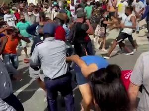 """נשיא קובה מאשים את ארה""""ב באחריות למחאה הנדירה במדינה  13.7.21. רויטרס"""