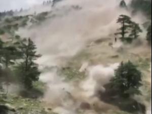 לפחות 9 תיירים נהרגו במפולת בצפון הודו  26.7.21. רויטרס