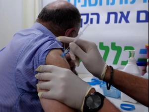ישראל מחסנת בני 60 פלוס בחיסון שלישי נגד קורונה 1.8.21. רויטרס