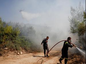 גל שריפות ביוון: אלפים פונו מבתיהם בבירה אתונה  5.8.21. רויטרס