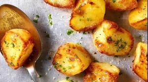 תפוחי אדמה תנור. ShutterStock