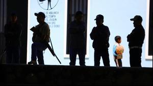 שוטרים מאבטחים קלפי במדינת גררו, מקסיקו, 6 ביוני 2021. רויטרס