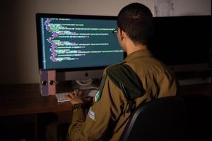 תנאי הקבלה וההתמודדות עם ארגוני טרור: יחידה 8200 - מבט מבפנים