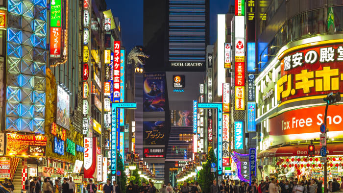 רובע שינג'וקו, טוקיו, יפן. ShutterStock