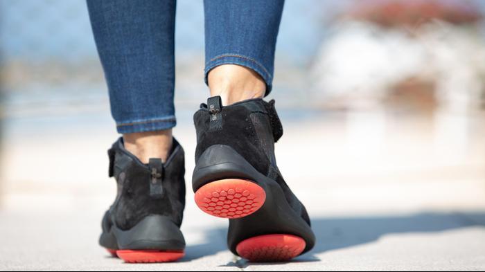 טכנולוגיית אפוסתרפיה מוטמעת בנעל הליכה. אפוסתרפיה,