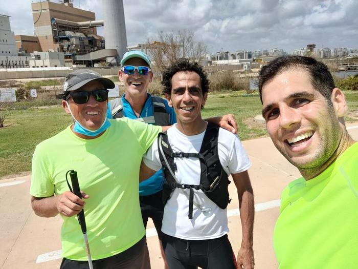 """רץ 563 ק""""מ בשמונה ימים: המיזם של שי דהאן - וואלה! ספורט"""