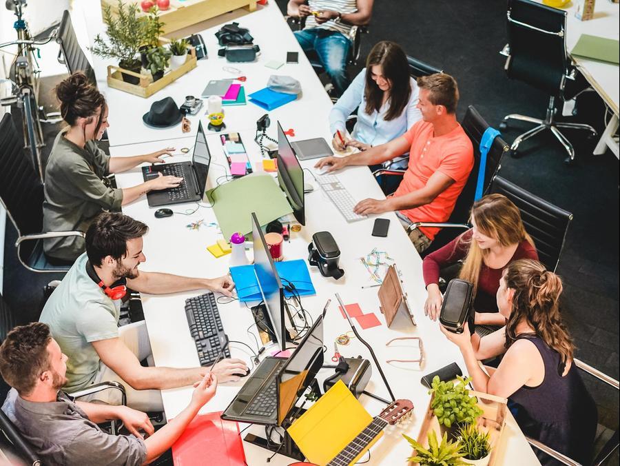 עובדים בחברת סטארט-אפ. ShutterStock