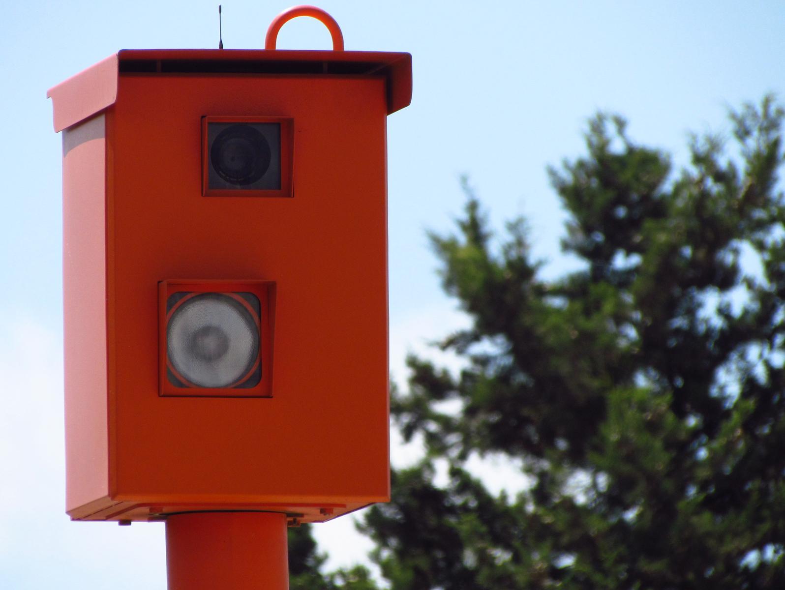 מצלמות המהירות: איוולת בחמש מערכות