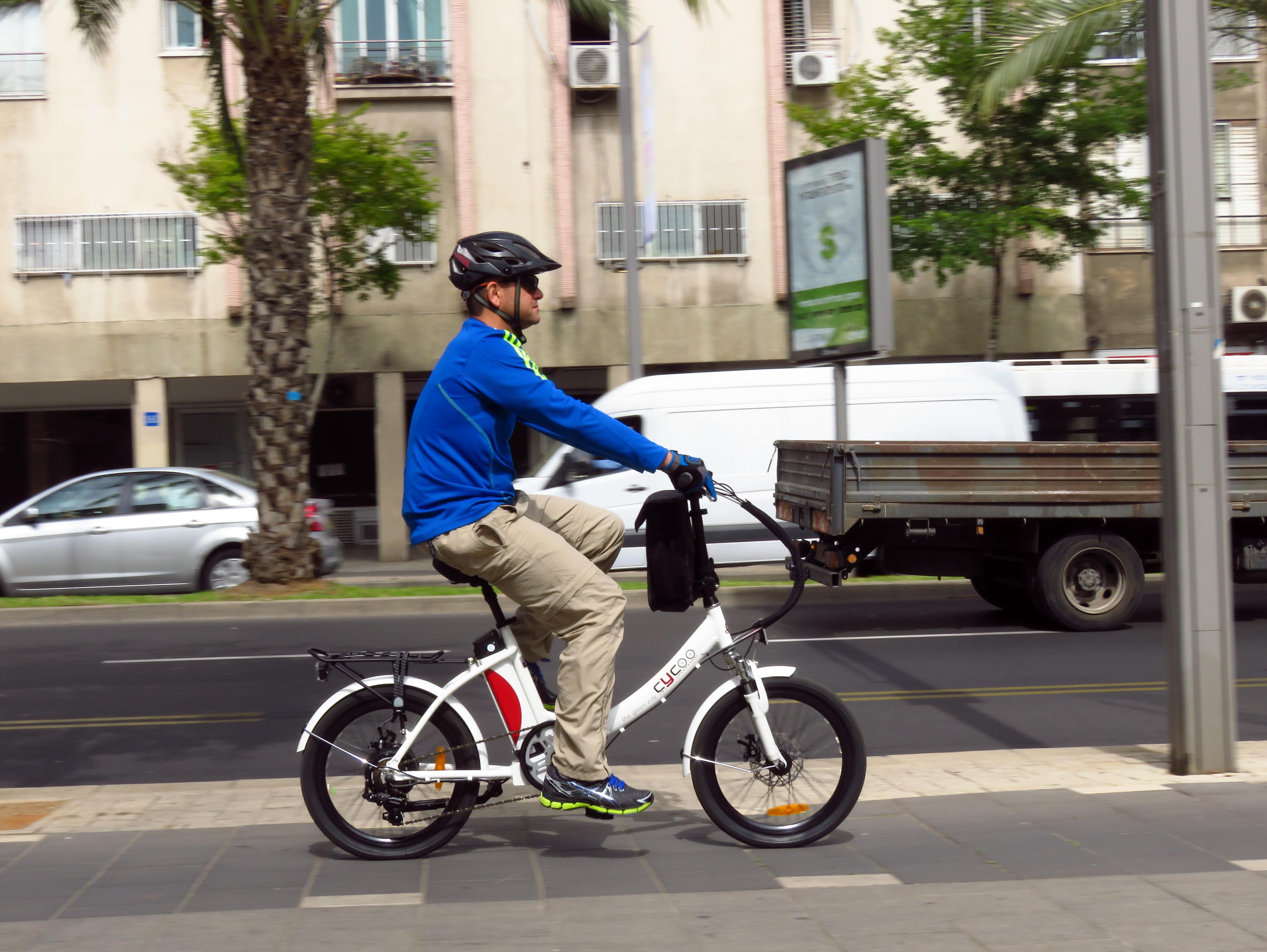 יורדים לכביש: מה מותר ומה אסור לעשות עם אופניים חשמליים?