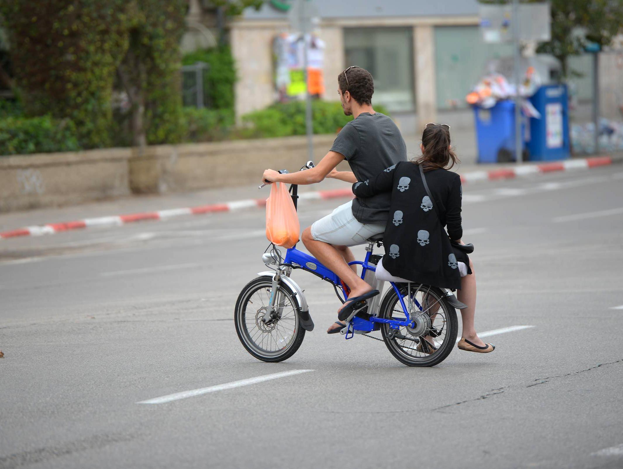 תארו לעצמכם שאפשר היה לטעון אופניים חשמליים בכל מקום