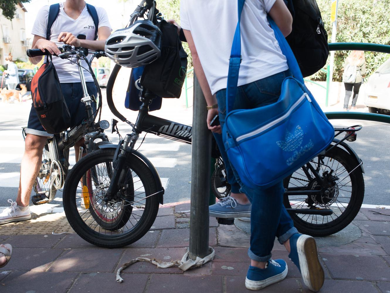 מלחמת יום כיפור של ישראל כץ נגד רוכבי האופניים החשמליים