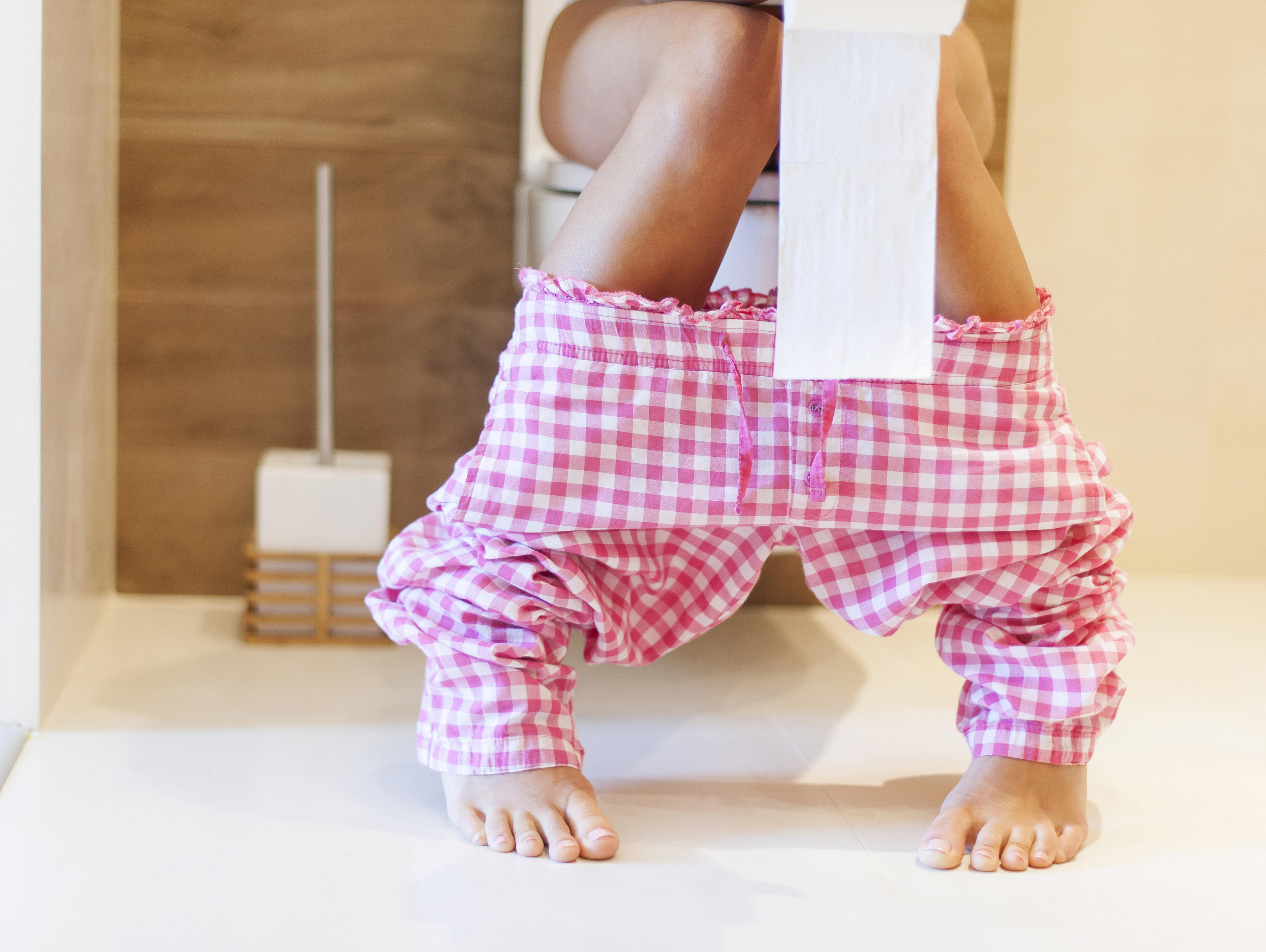 הטעות הנפוצה והחמורה שאתם עושים בשירותים מסכנת את בריאותכם