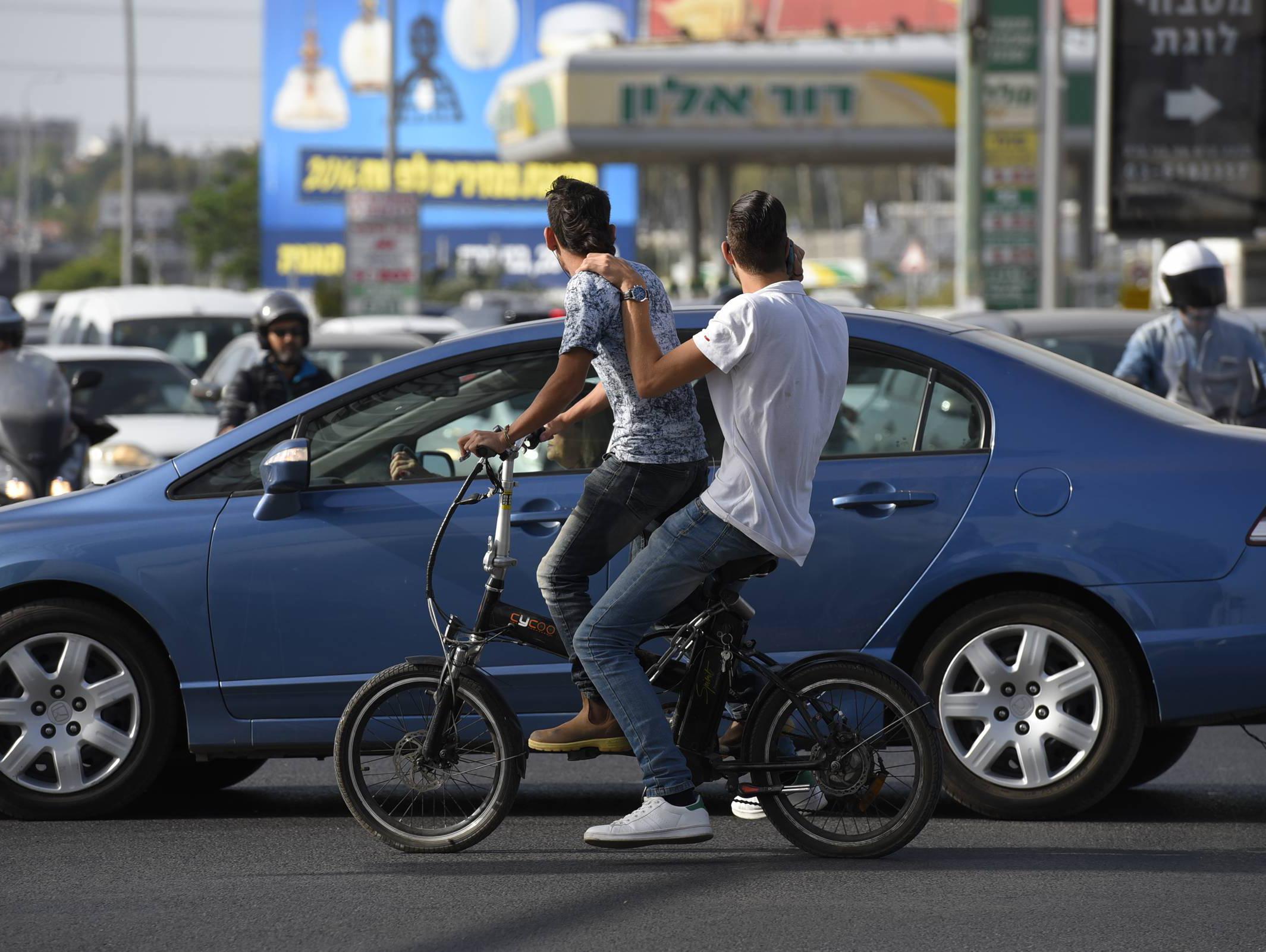 אופניים חשמליים: ההורים אינם מודעים להשלכות במקרה של עבירה על החוק