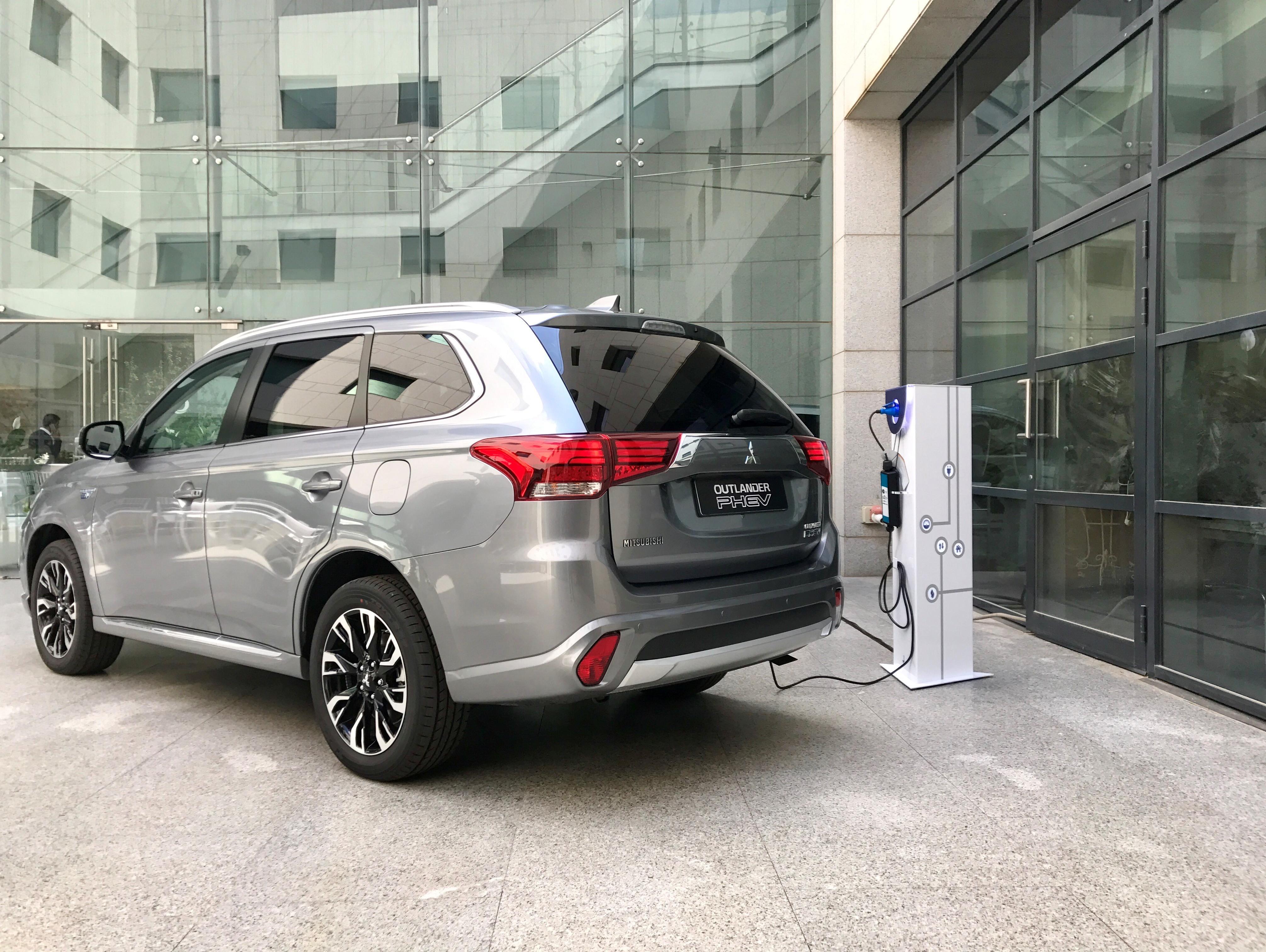 למה דווקא המשרד לאיכות הסביבה לא זורם על רכבים חשמליים?
