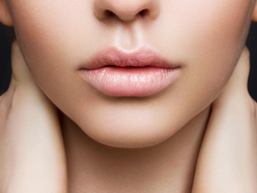 מיובשים? כך תשמרו על השפתיים שלכם בעונה הקרה