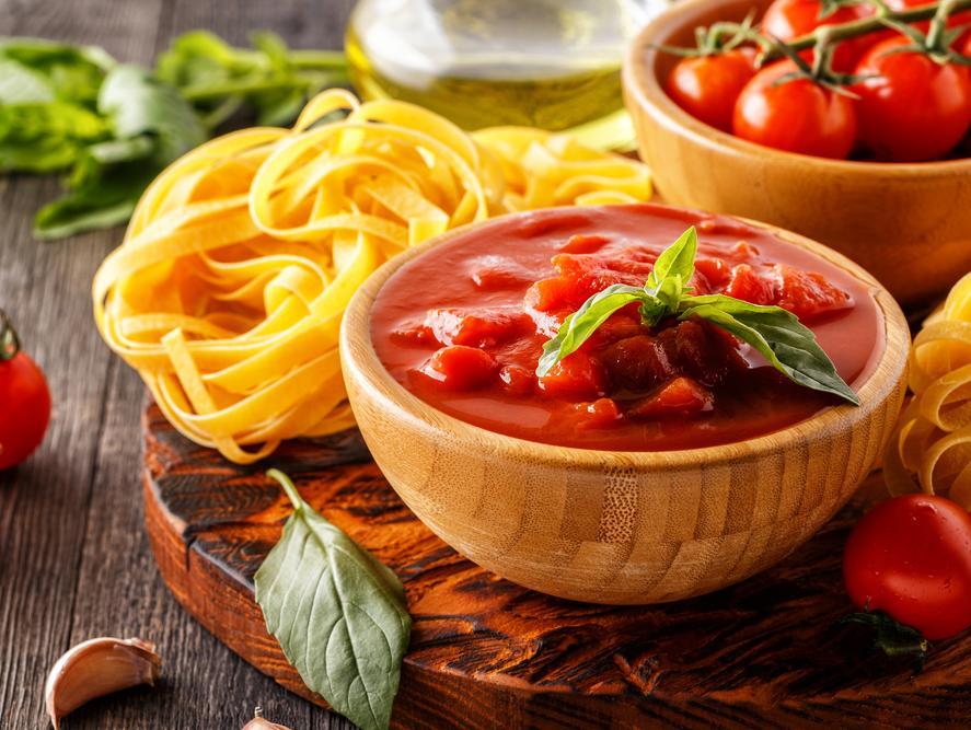 היתרון המפתיע שיש לרוטב עגבניות על הבטן שלכם