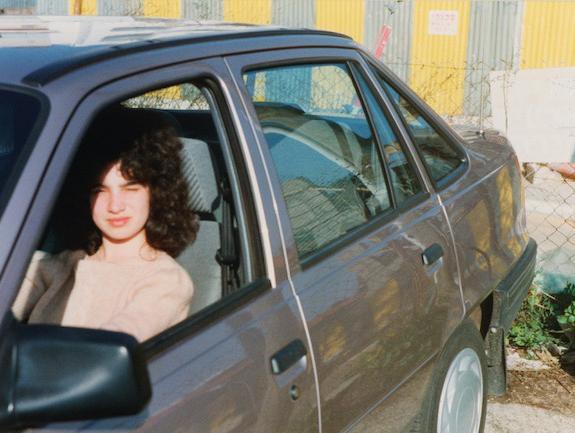 נוסטלגיה מול המצלמה: כשעולה חדש מניח יד על הרכב בארץ