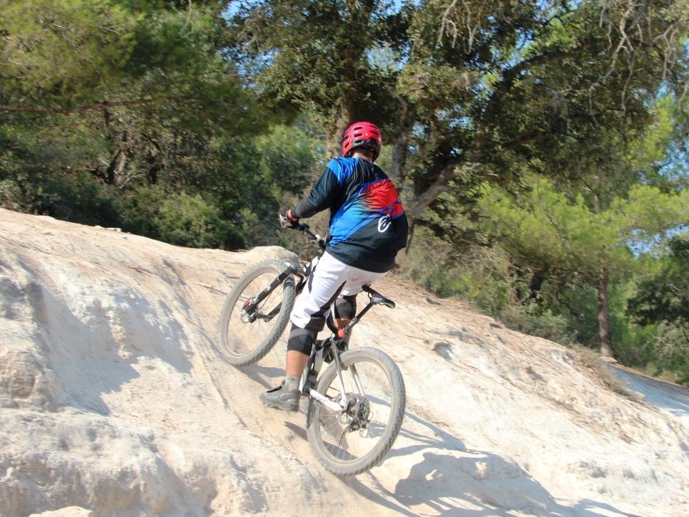 מהפכה: רכיבת מבחן על אופני שטח חשמליים