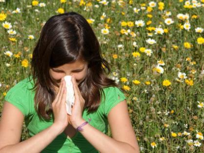 לא רק האביב: הגורמים המפתיעים שגורמים לכם לנזלת אלרגית