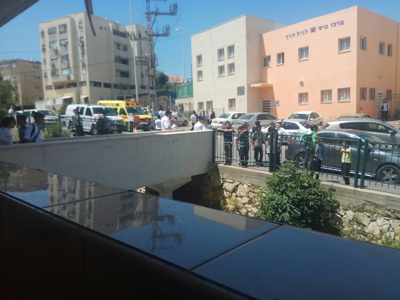 פעוט בן שנתיים מת סמוך לחיפה לאחר שנשכח ברכב סגור במשך שעות