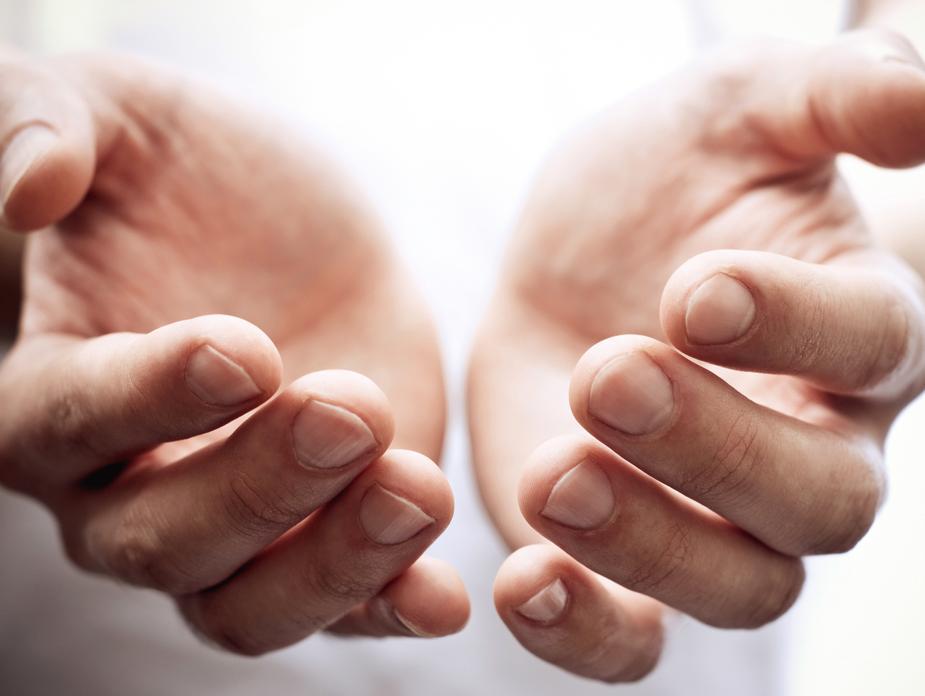 מומחה משיב: מה עושים כשהאצבעות לא מפסיקות לעקצץ?