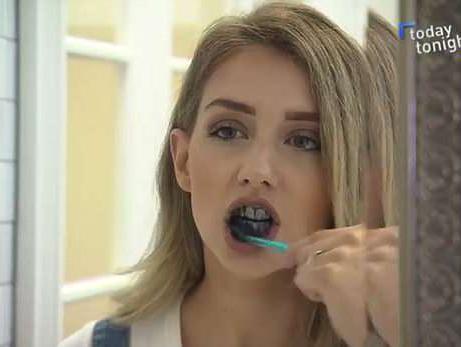 מוצר מדהים או טרנד מסוכן? הסוד לשיניים לבנות ובוהקות