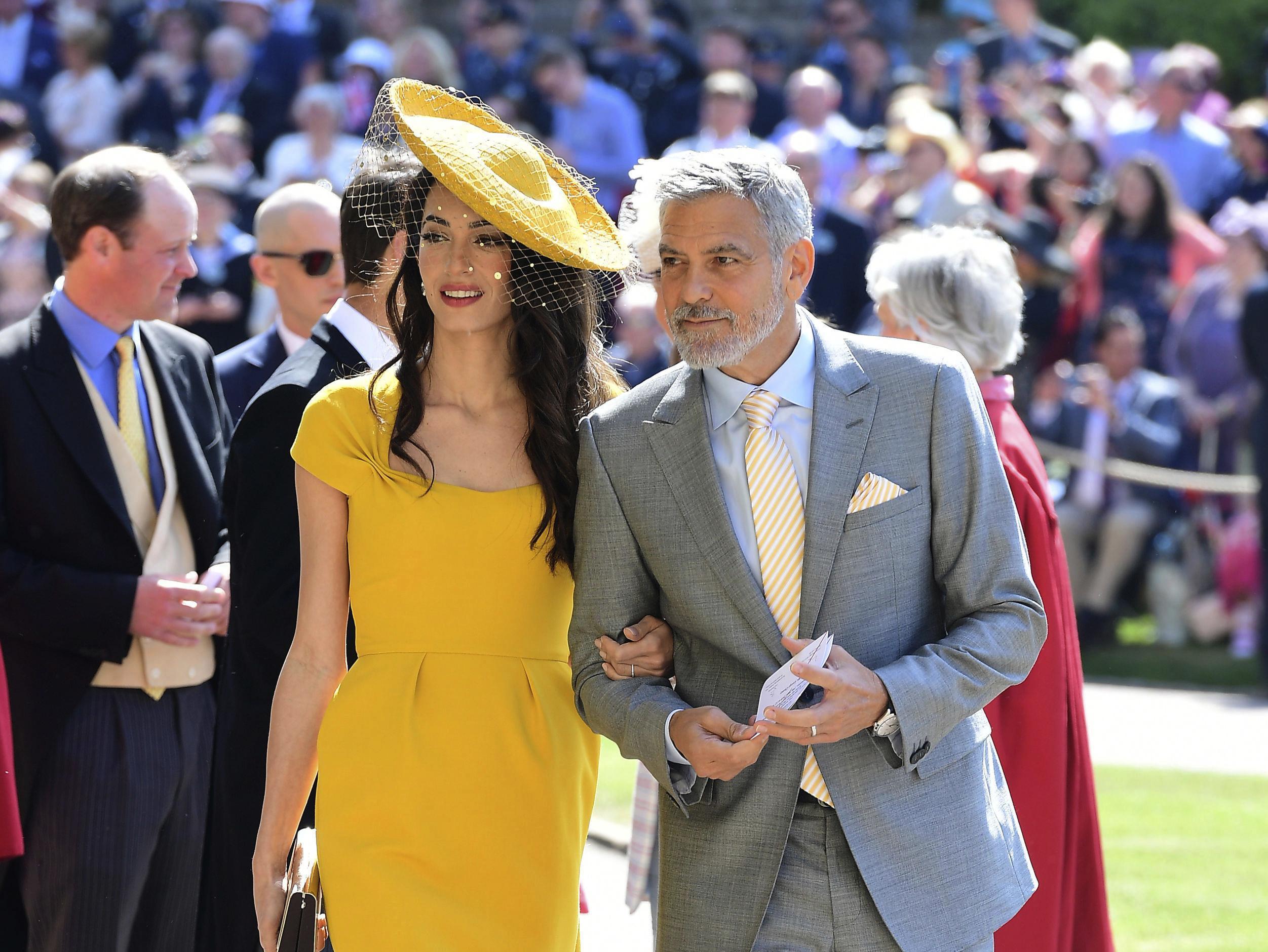 סתם זרקתי על עצמי משהו: מה לבשו האורחות המפורסמות בחתונה המלכותית?
