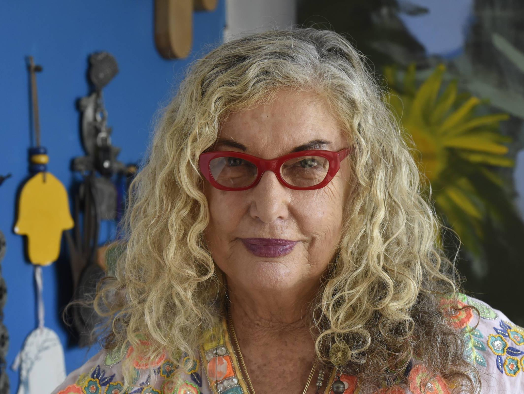 אמנית, חובבת בודהיזם, אשכנזיה: הכירו את הסבתא של עומר אדם