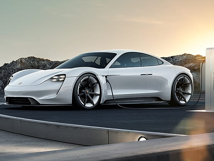 ביקור מיוחד: כך פורשה תהפוך ליצרן מכוניות ספורט חשמליות