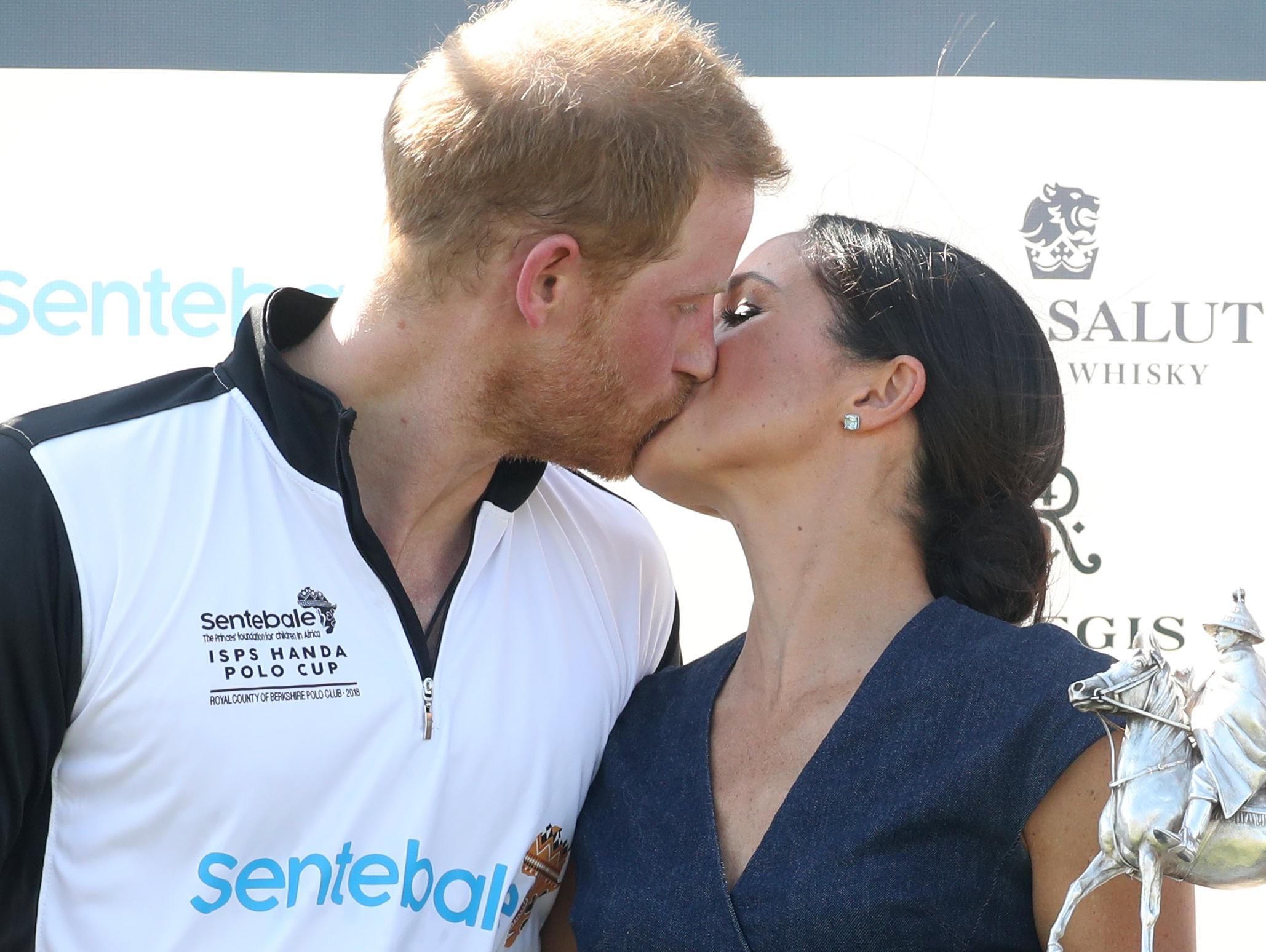 שמחה בממלכה: מייגן מרקל והנסיך הארי מצפים לילד