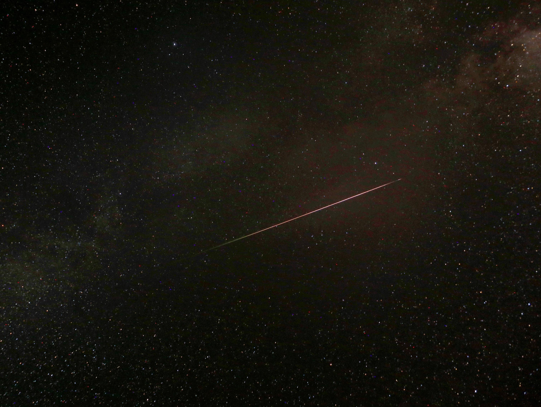 כוכבים נופלים בשמיים: לילה של מופע מטאורים מרהיב