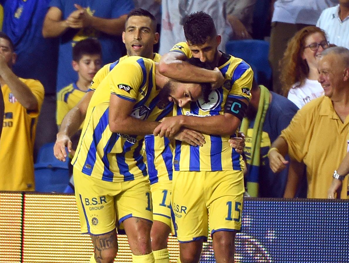 מכבי תל אביב עלתה לפלייאוף הליגה האירופית עם 1:2 על פיוניק