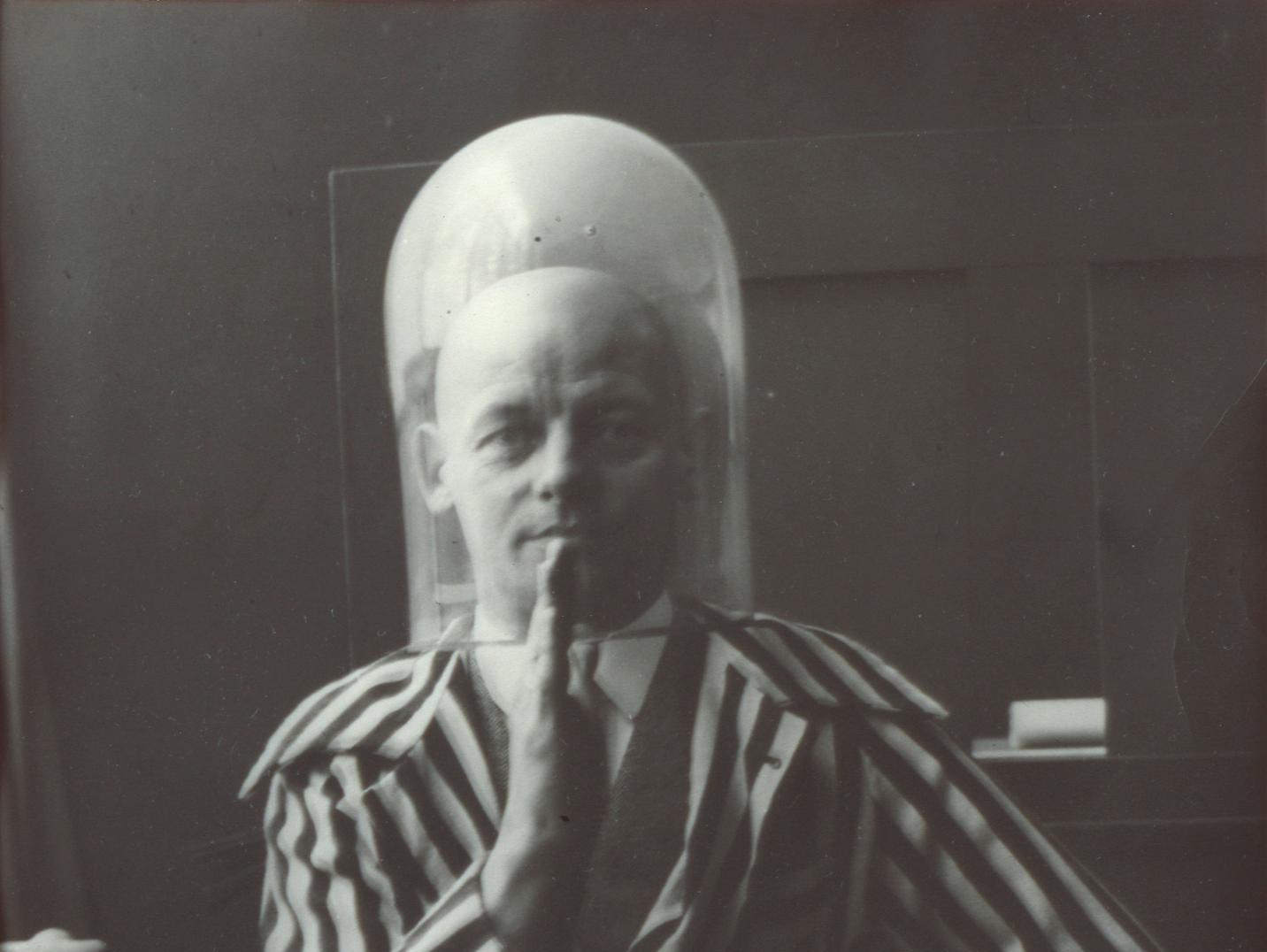 אוסקר שלמר  - האיש שידע לשלב פיסול, תיאטרון בובות, מחול ובאוהאוס