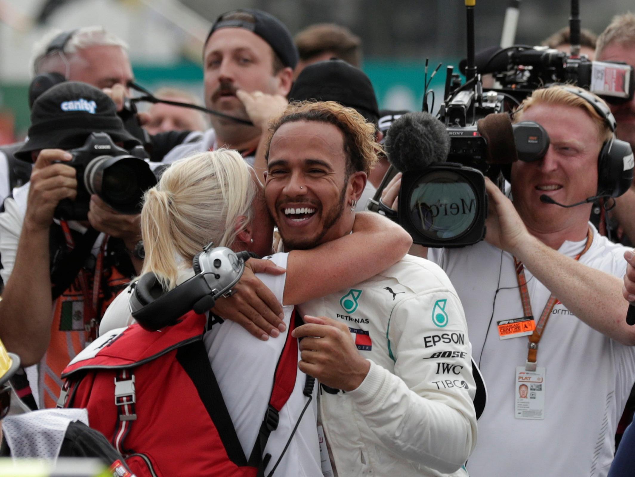 פורמולה 1: לואיס המילטון זכה באליפות העולם בפעם החמישית