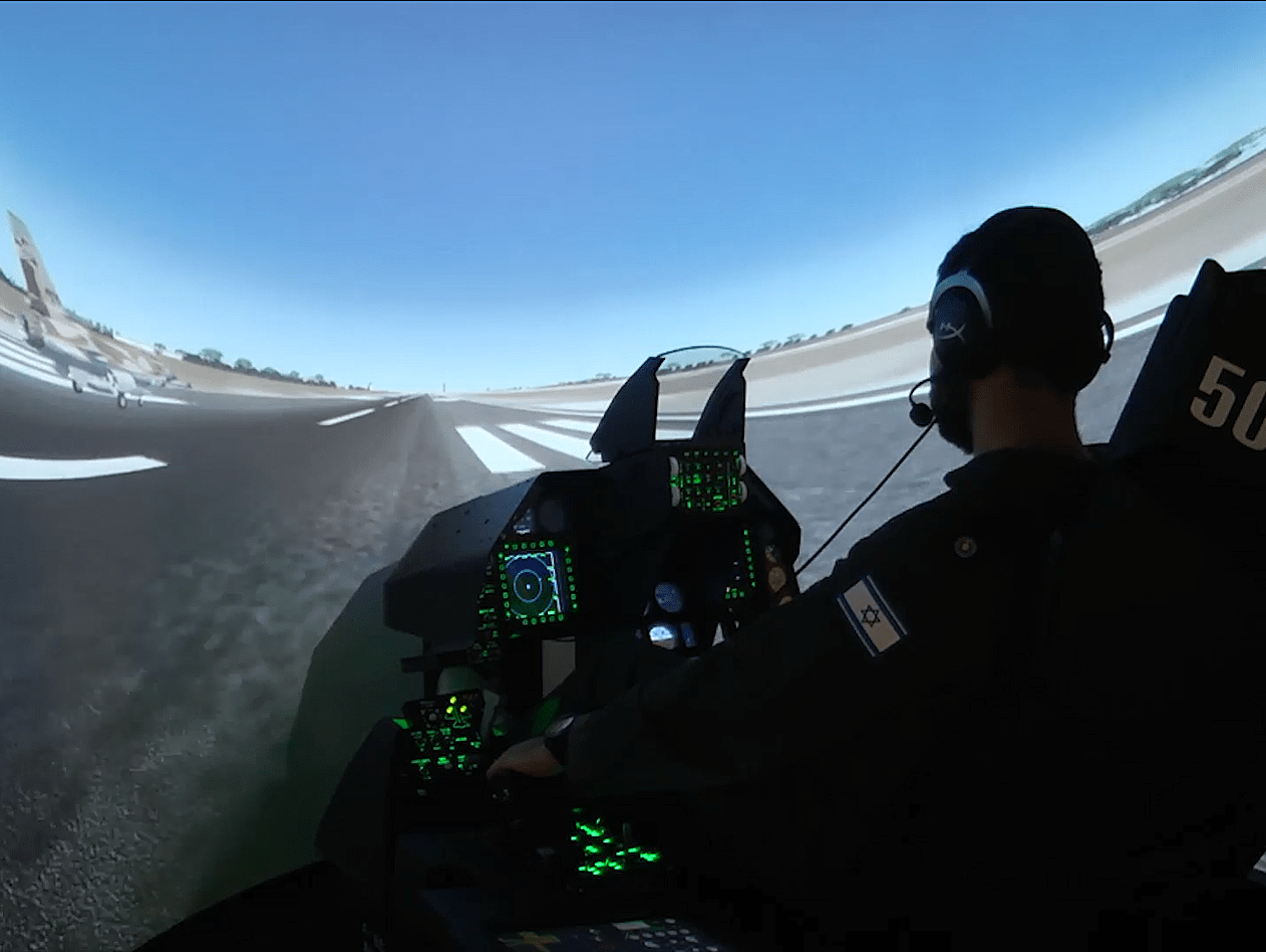 כמעט כמו במציאות: התנסנו בסימולטור המדמה טיסה ב-F16