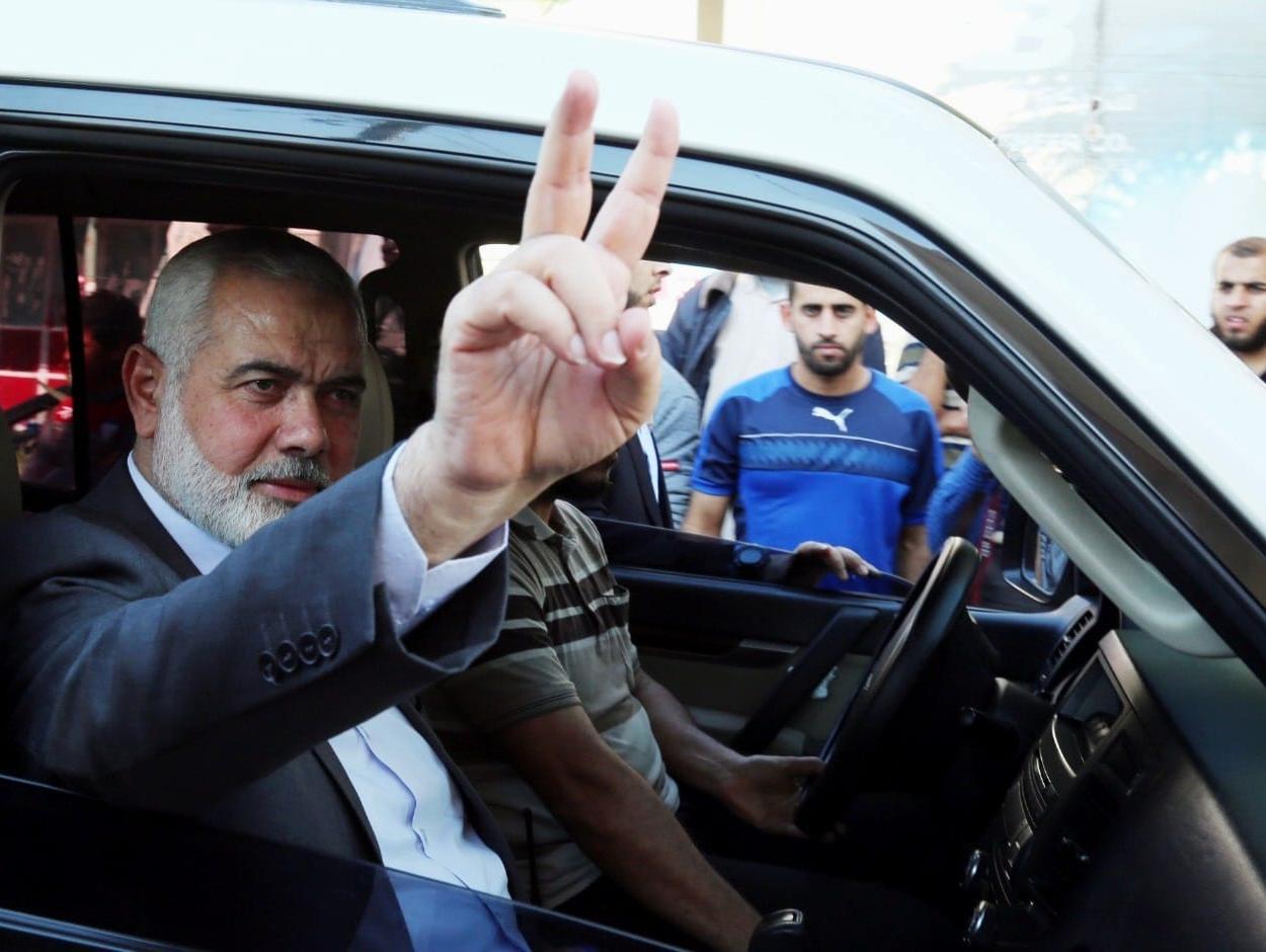 חמאס חוגג את ההתפטרות של ליברמן; בעזה שורפים דגלים עם דמותו