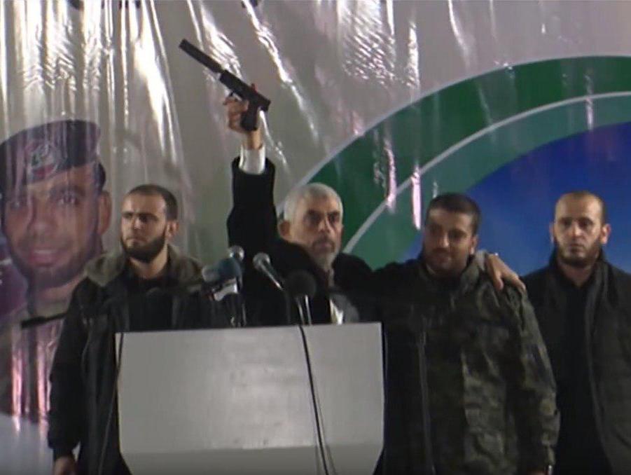 אקדח עם משתיק קול: חמאס הציג את