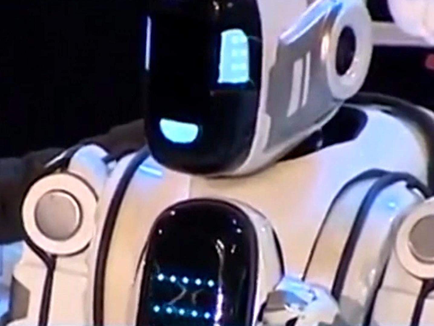 פאדיחה: נחשפה האמת המביכה על הרובוט המשוכלל שהוצג בכנס הטכנולוגיה