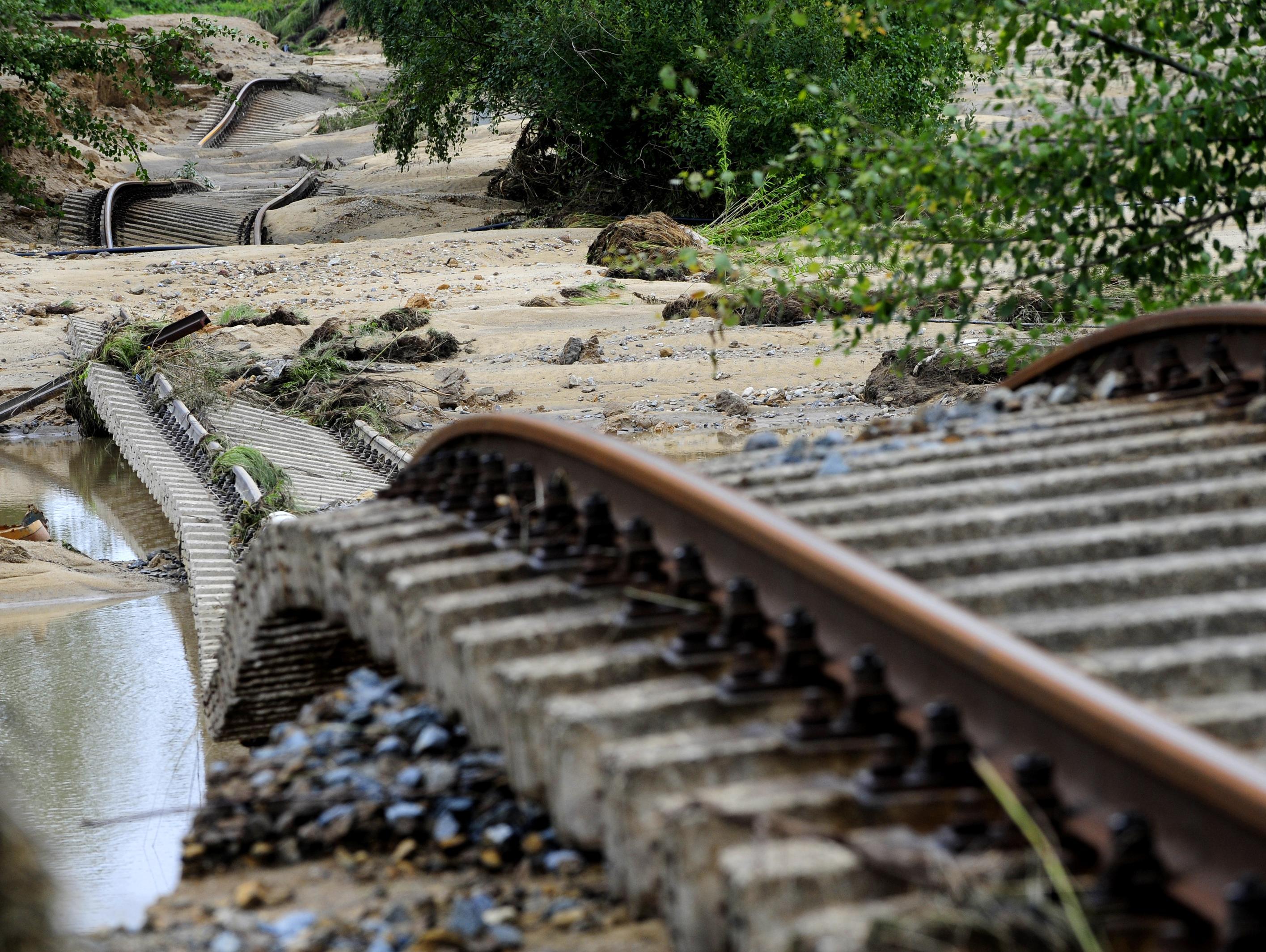 הפיל עצים על פסי רכבת: גמלאי צ'כי ניסה להפליל מוסלמים בטרור