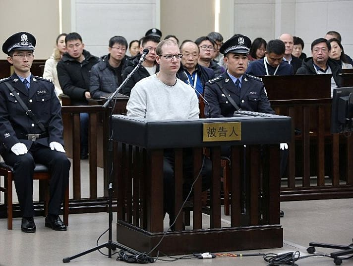 בצל מעצר בכירת וואווי: בית משפט בסין גזר עונש מוות על קנדי